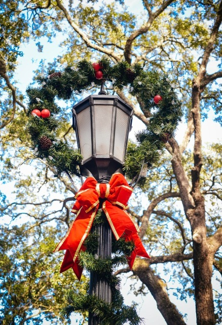 Wreath and red bow on light post.